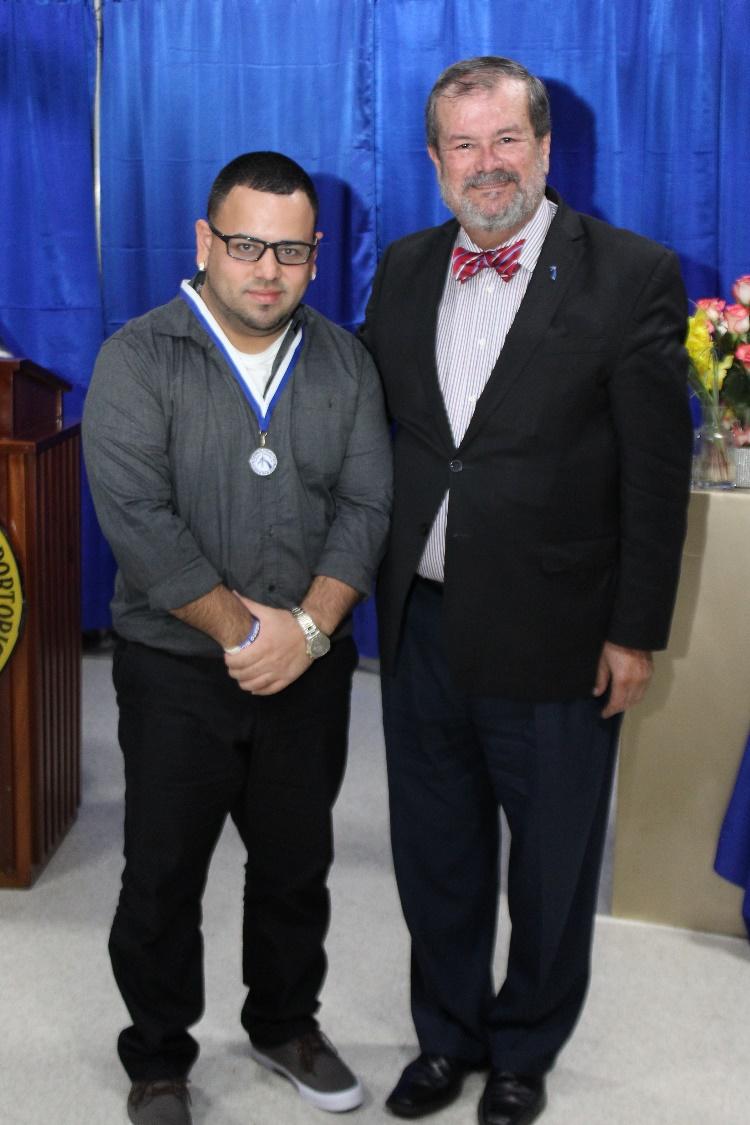 Por primera ocasión, el presidente de la PUCPR, Dr. Jorge Iván Vélez Arocho y el rector, Dr. Edwin Hernández Vera homenajearon a los estudiantes que obtuvieron el más alto promedio general con la medalla  el Premio del Presidente.