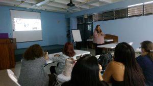 La Dra. Eliana Valenzuela de la Universidad de Puerto Rico, recinto de Arecibo, explicó sobre El uso de la robótica educacional en UPRA.
